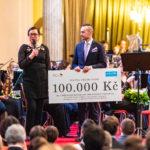 Šek na 100.000 Kč pro UNICEF ČR
